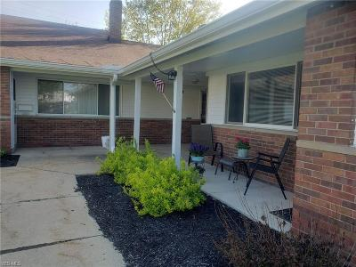 North Olmsted Condo/Townhouse Active Under Contract: 25515 Clubside Drive #3