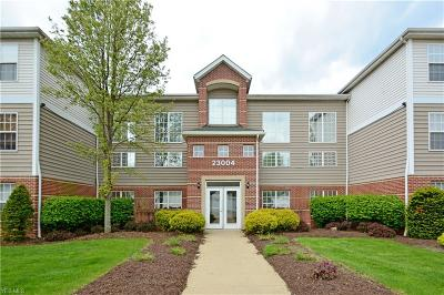 Olmsted Falls Condo/Townhouse For Sale: 23004 Chandlers Ln #4-102