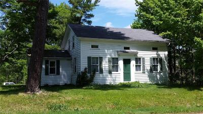Single Family Home For Auction: 8124 Stow Rd