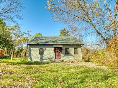 North Royalton Single Family Home For Sale: 18500 Bennett Rd