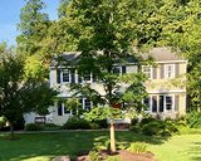 Chagrin Falls Single Family Home Contingent: 103 Maple Hill Dr