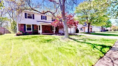 Parma Heights Single Family Home For Sale: 6886 Greenbriar Dr