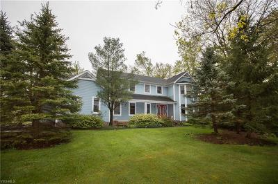 Chagrin Falls Single Family Home For Sale: 304 Whitetail