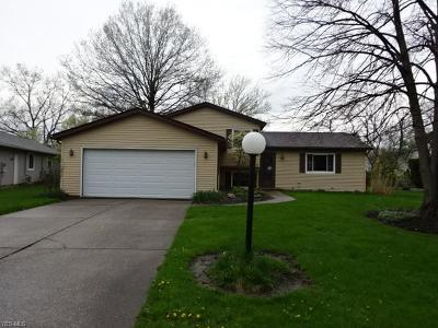 Strongsville Single Family Home Contingent: 15032 Wilmington Dr