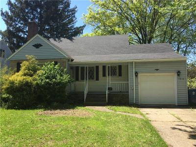 Parma Heights Single Family Home For Sale: 5854 Layor Dr