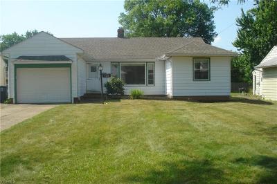 Lyndhurst Single Family Home For Sale: 5166 Longton Rd