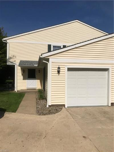North Royalton Condo/Townhouse Contingent: 10059 Independence Dr #9D