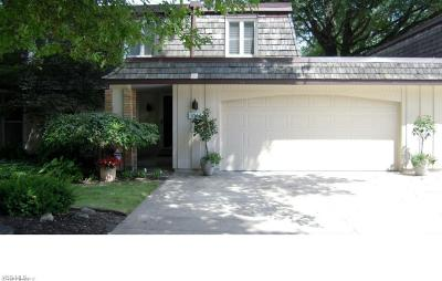 Chagrin Falls Condo/Townhouse For Sale: 8562 Tanglewood Trl
