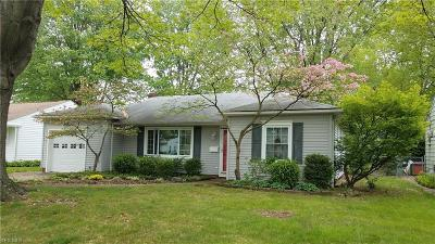 Parma Heights Single Family Home For Sale: 7083 Oakwood Road