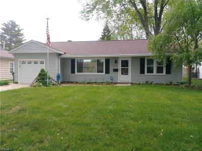 Parma Heights Single Family Home For Sale: 6953 Oakwood Rd