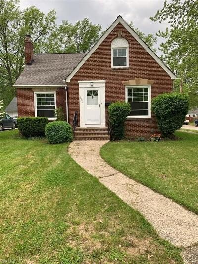Parma Heights Single Family Home For Sale: 6982 Parma Park Blvd