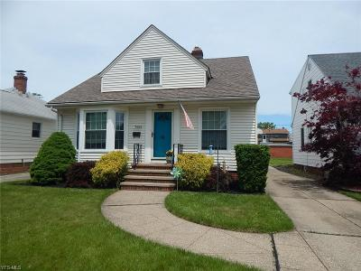 Parma Single Family Home For Sale: 7422 Thornton Dr
