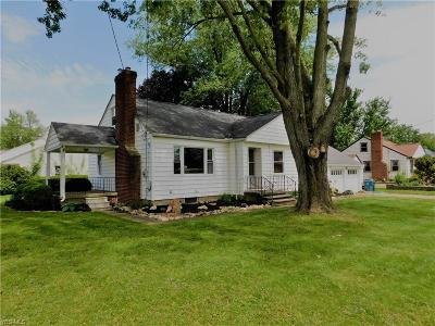 Elyria Single Family Home For Sale: 2052 Grafton Road