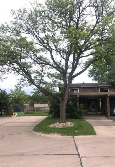 Olmsted Falls Condo/Townhouse For Sale: 26587 Central Park Boulevard
