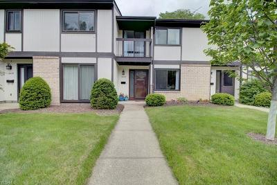 Middleburg Heights Condo/Townhouse For Sale: 16303 Heather Lane #D1