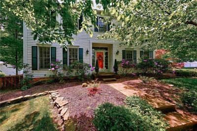 Solon Single Family Home Active Under Contract: 37600 South Oval