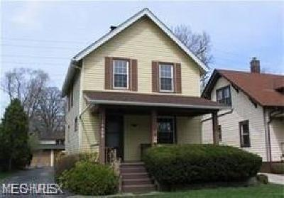 Lakewood Single Family Home For Sale: 18408 Sloane Avenue