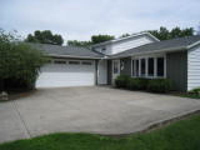 Strongsville OH Single Family Home Active Under Contract: $198,500