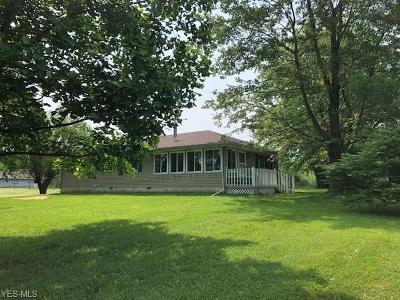 Licking County Single Family Home Active Under Contract: 3020 Dutch Lane