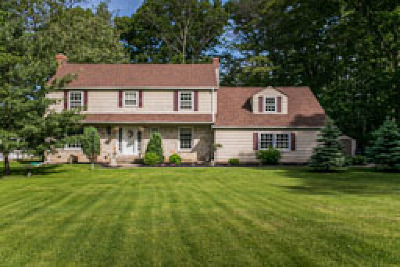Chagrin Falls Single Family Home Active Under Contract: 4340 Orangedale Road