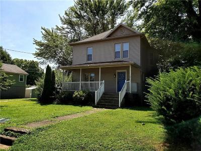 Belpre Single Family Home For Sale: 311 Blennerhassett Avenue