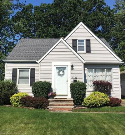 Parma Heights Single Family Home For Sale: 6742 Commonwealth Boulevard