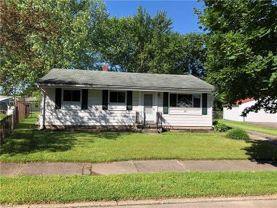 Youngstown Single Family Home For Sale: 38 Lilburne Drive