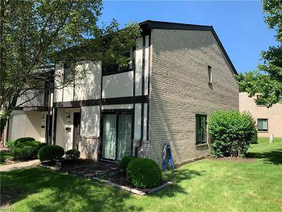 Middleburg Heights Condo/Townhouse For Sale: 16339 Heather Lane