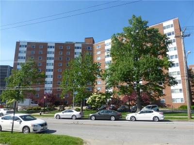 Lakewood Condo/Townhouse For Sale: 11850 Edgewater Drive #402