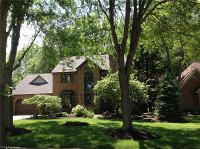 North Olmsted Single Family Home For Sale: 5660 Pheasants Walk Drive