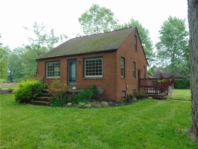 Bay Village, Rocky River, Fairview Park, Westlake, Lakewood Single Family Home For Sale: 3781 Dover Center Road
