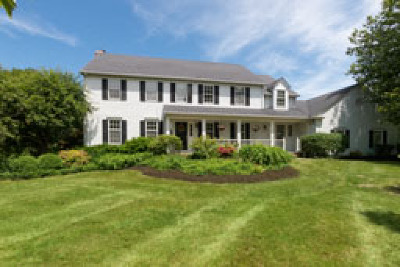 Chagrin Falls Single Family Home For Sale: 400 Deer Court