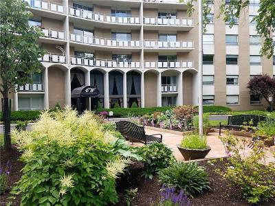 Rocky River Condo/Townhouse Active Under Contract: 3400 Wooster Road #413