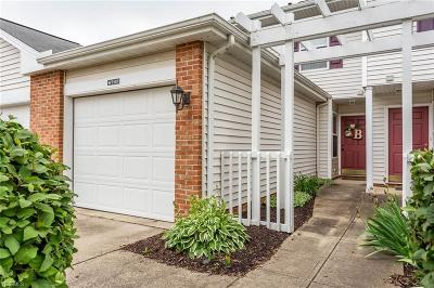 Middleburg Heights Condo/Townhouse For Sale: 6745 Cedarwood