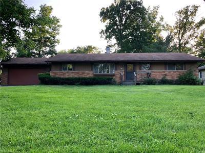 Strongsville Single Family Home For Sale: 8040 Strongsville Boulevard