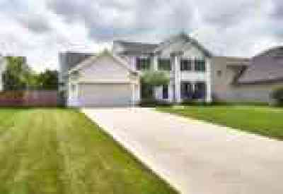 Olmsted Falls Single Family Home Active Under Contract: 8529 Forest View Drive