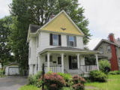Elyria Single Family Home For Sale: 116 Courtland Street