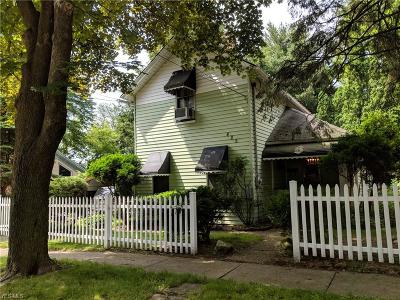 Kent Single Family Home For Sale: 425 Dodge Street