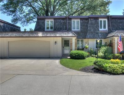 Chagrin Falls Condo/Townhouse For Sale: 8560 Tanglewood Trail