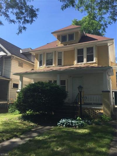 Cleveland Single Family Home For Sale: 9903 Yale Avenue