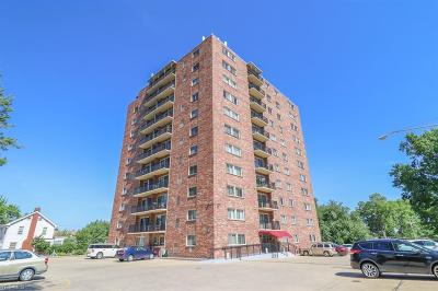 Lakewood Condo/Townhouse Active Under Contract: 15555 Hilliard Road #906C