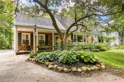 Chagrin Falls Single Family Home For Sale: 8247 Summit Drive