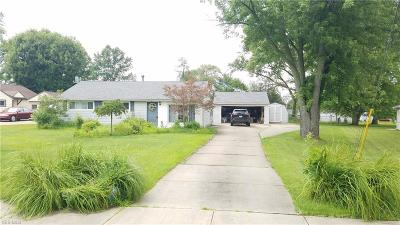 Twinsburg Single Family Home Active Under Contract: 1613 Ridgewood Court