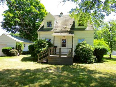 Willoughby Single Family Home For Sale: 949 Mohegan Trail