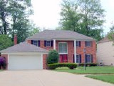 Strongsville Single Family Home For Sale: 17704 Fairfax Lane