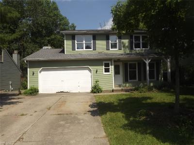 Strongsville Single Family Home For Sale: 13597 Hollo Oval