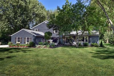 Chagrin Falls Single Family Home For Sale: 30 Woodside Road