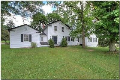 Broadview Heights Single Family Home For Sale: 9016 Avery
