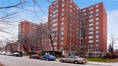 Shaker Heights Condo/Townhouse For Sale: 13800 Shaker Boulevard #1102
