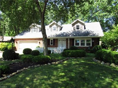 Middleburg Heights Single Family Home For Sale: 15556 Cottonwood Oval